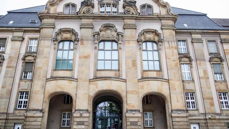 Außenaufnahme des Landgerichts Mönchengladbach. Foto: Marcel Kusch/dpa/Archivbild