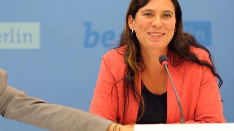 Beate Stoffers spricht bei einer Pressekonferenz. Foto: picture alliance / dpa/Archivbild