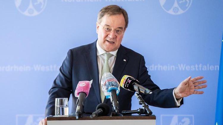 Armin Laschet, Ministerpräsident von Nordrhein-Westfalen, spricht bei einer Pressekonferenz. Foto: Marcel Kusch/dpa