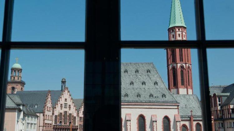 Blick auf die Altstadt aus einem Fester des Historischen Museum. Foto: picture alliance/dpa/Archivbild