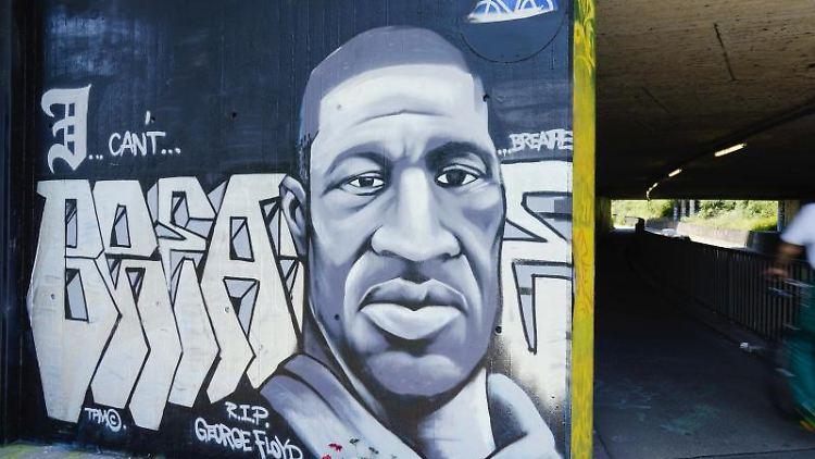 Das Graffiti zeigt den getöteten George Floyd. Foto: Uwe Anspach/dpa/Archivbild