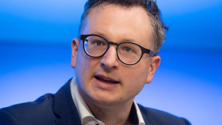 Grünen-Landtagsfraktionschef Andreas Schwarz spricht bei einer Pressekonferenz. Foto: Marijan Murat/dpa/Archivbild