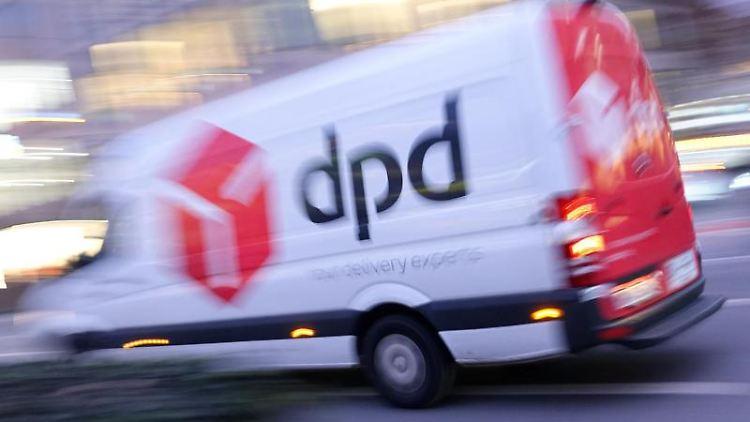 Ein Lieferwagen des Paketdienstes