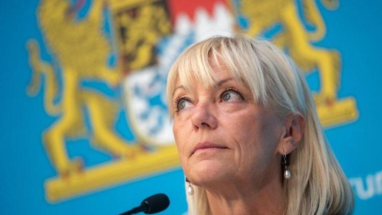 Carolina Trautner, bayerische Familienministerin, nimmt an einer Pressekonferenz teil. Foto: Peter Kneffel/dpa/Archivbild