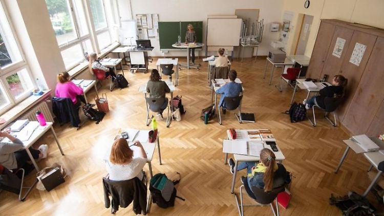 Blick in einen Klassenraum. Foto: Marijan Murat/dpa