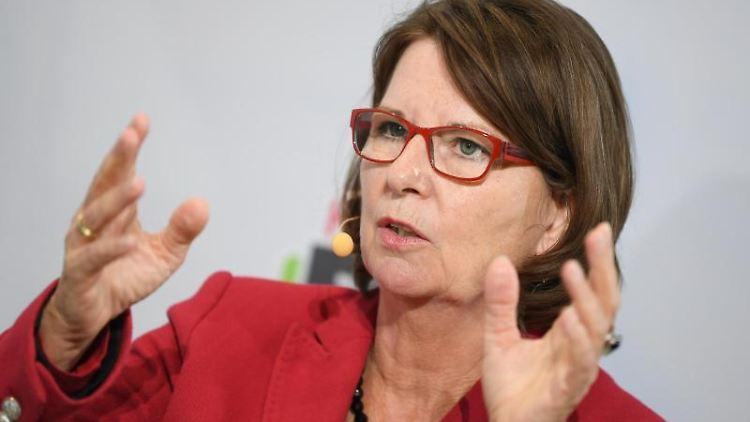 Priska Hinz (Die Grünen) spricht. Foto: Arne Dedert/dpa/Archivbild