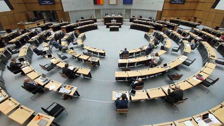 Abgeordnete während der Plenarsitzung des Berliner Abgeordnetenhauses. Foto: Wolfgang Kumm/dpa