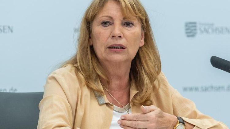Gesundheitsministerin Petra Köpping (SPD) spricht bei einer Pressekonferenz. Foto: Robert Michael/dpa-Zentralbild/dpa/Archivbild