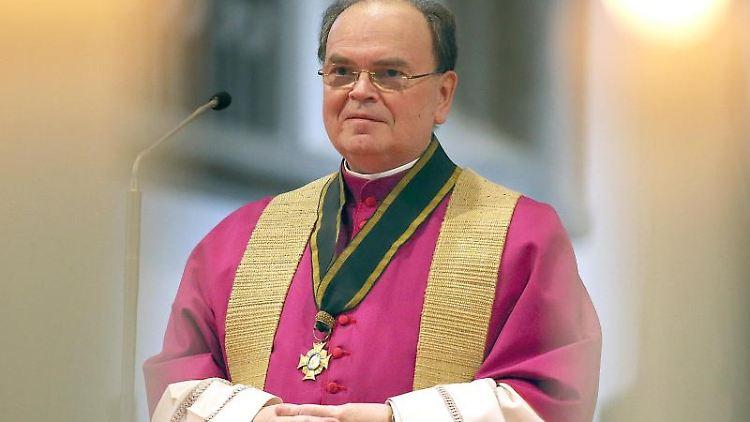 Bertram Meier, neuer Bischof der Diözese Augsburg, steht im Hohen Dom. Foto: Karl-Josef Hildenbrand/dpa/Archivbild