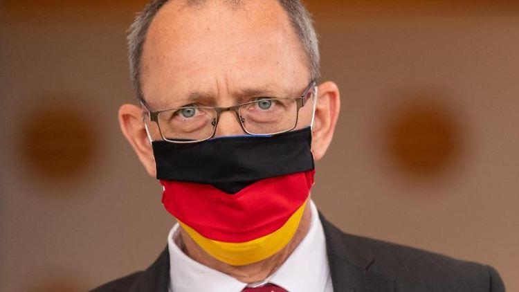 Jörg Urban, Fraktionsvorsitzender der AfD in Sachsen, mit Mundschutz. Foto: Robert Michael/dpa-Zentralbild/ZB/Archivbild