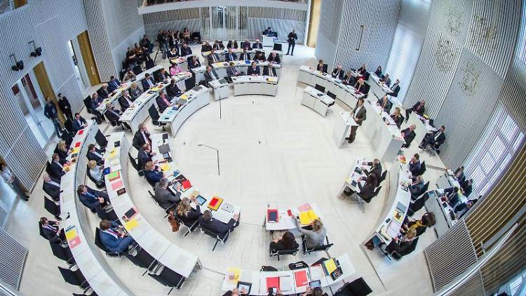 Eine Sitzung im Landtag von Mecklenburg-Vorpommern in Schwerin. Foto: Jens Büttner/dpa-Zentralbild/dpa/Archivbild