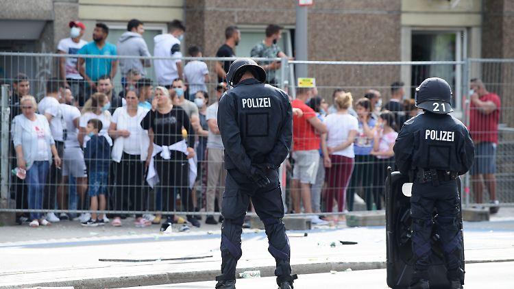 Laut Polizeisprecherin hatten mehrere Bewohner des unter Quarantäne gestellten Gebäudes in Göttingen versucht über Zäune zu steigen.