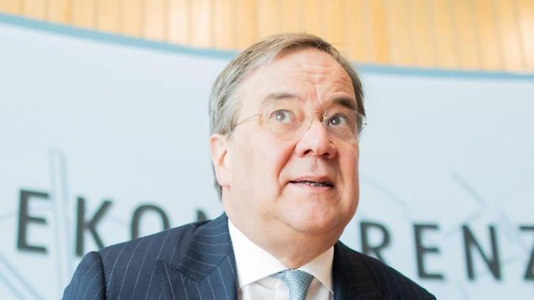 Armin Laschet (CDU), Ministerpräsident von Nordrhein-Westfalen, spricht bei einer Pressekonferenz. Foto: Rolf Vennenbernd/dpa