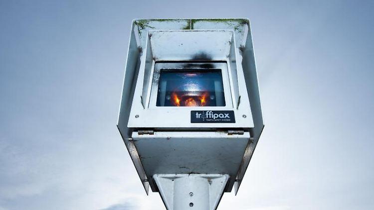 In der Region Hannover steht ein Streckenradar der Firma Traffipax. Foto: Christophe Gateau/dpa/Archivbild