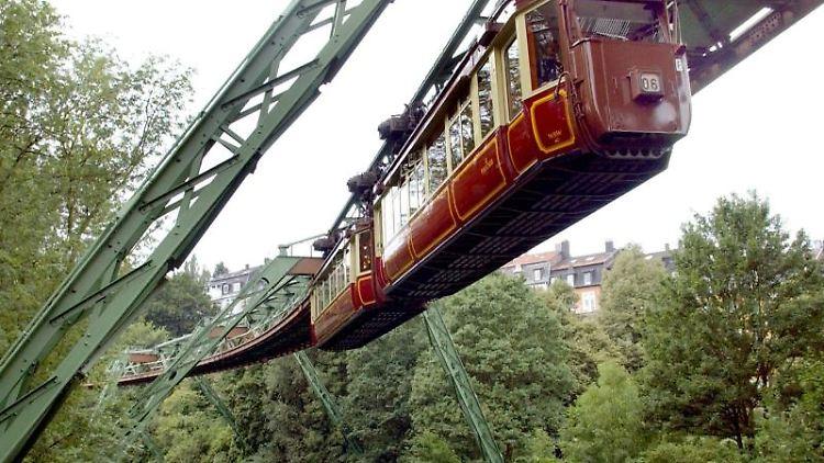 Der Kaiserwagen der Wuppertaler Schwebebahn. Foto: Horst Ossinger/dpa/Archivbild