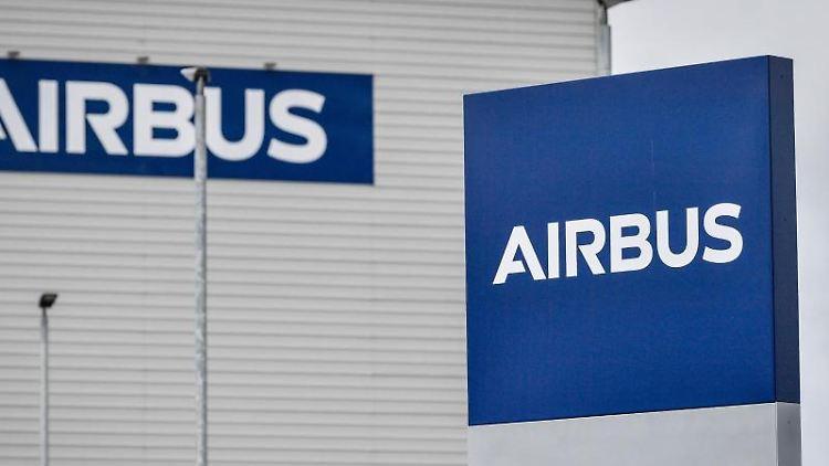 Eine Außenaufnahme einer Airbus-Fabrik. Foto: Ben Birchall/PA Wire/dpa/Archivbild