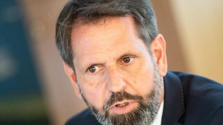 Olaf Lies (SPD), Bauminister von Niedersachsen. Foto: Sina Schuldt/dpa/Archivbild