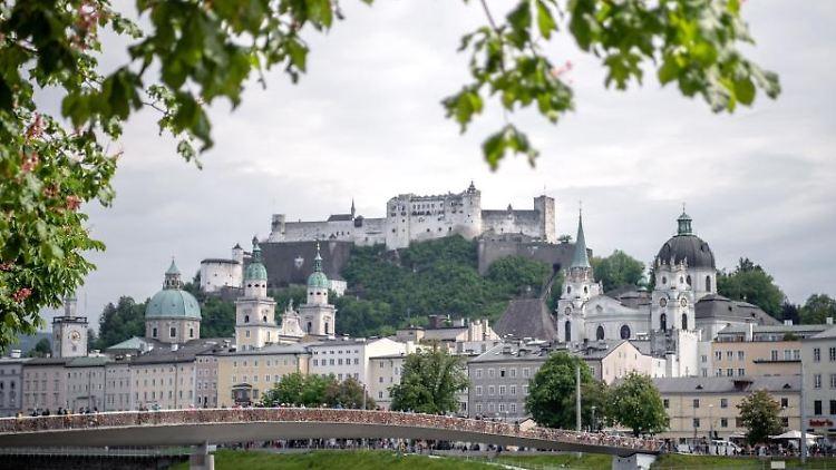 Blick auf die Innenstadt von Salzburg. Foto: Sina Schuldt/dpa/Archivbild
