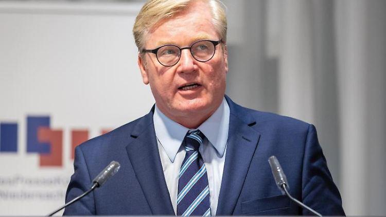 Bernd Althusmann (CDU) spricht bei einer Kabinetts-Pressekonferenz. Foto: Moritz Frankenberg/dpa/Archivbild