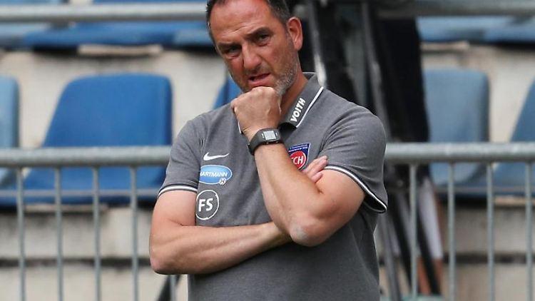 Heidenheims Trainer Frank Schmidt. Foto: Friso Gentsch/dpa/Archivbild