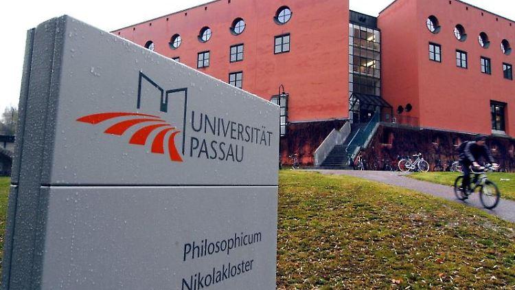 Außenansicht der Universität Passau. Foto: Armin Weigel/dpa/Archivbild