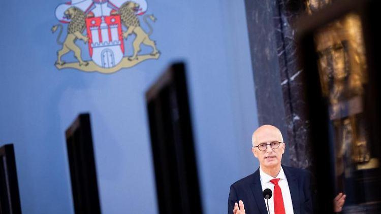 Peter Tschentscher (SPD), Erster Bürgermeister in Hamburg, spricht im Rathaus. Foto: Christian Charisius/dpa