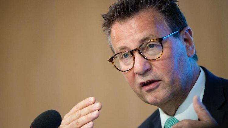 Peter Hauk (CDU) spricht bei einer Pressekonferenz. Foto: Christoph Schmidt/dpa/Archivbild