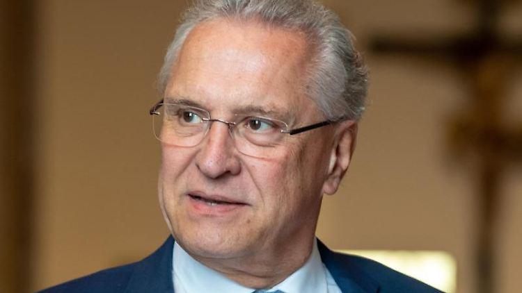 Joachim Herrmann (CSU) im bayerischen Landtag. Foto: Peter Kneffel/dpa/Archivbild