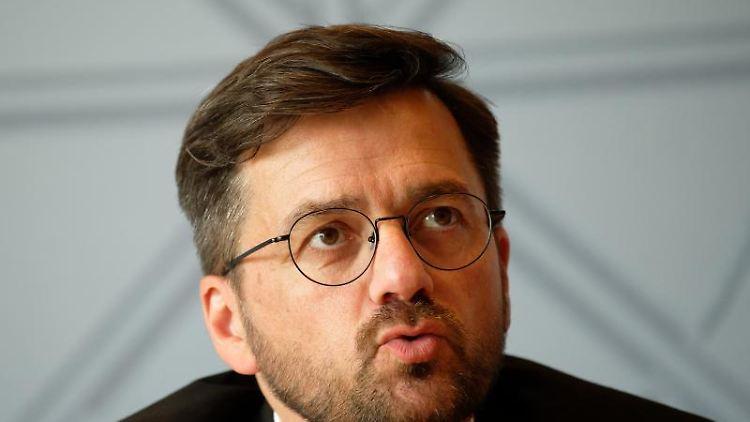 Thomas Kutschaty, SPD-Landtagsfraktionschef, spricht zur Presse. Foto: Henning Kaiser/dpa