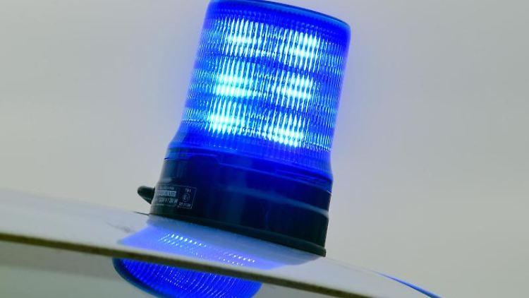 Blaulicht auf einem Einsatzwagen der Polizei. Foto: Patrick Pleul/ZB/dpa/Symbolbild
