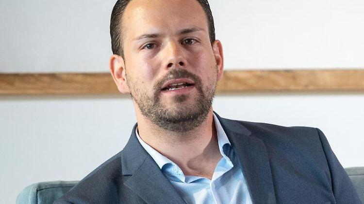 Sven Hahn, Citymanager der City-Initiative Stuttgart e.V., spricht bei einer Pressekonferenz. Foto: Sebastian Gollnow/dpa