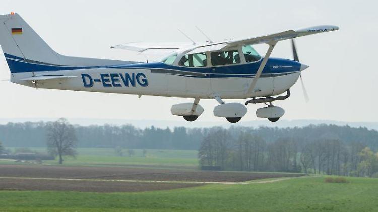 Ein Flugzeug zur Luftbeobachtung. Foto: picture alliance / Timm Schamberger/dpa/Symbolbild