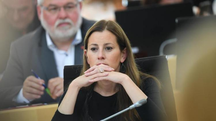 Janine Wissler (Die Linke, r), Fraktionsvorsitzende. Foto: Arne Dedert/dpa/Archivbild