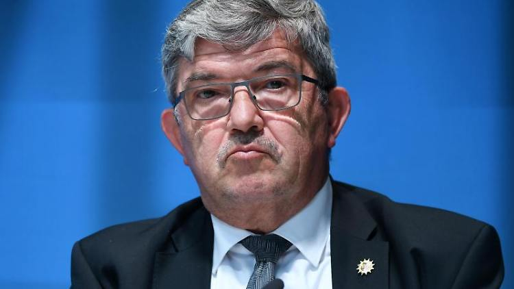 Lorenz Caffier (CDU), Innenminister von Mecklenburg-Vorpommern. Foto: Martin Schutt/dpa/Archivbild