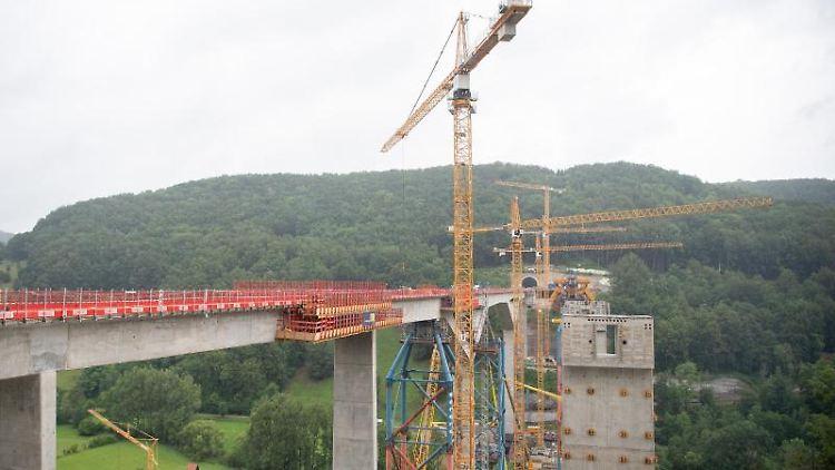 Die teilweise fertiggestellte Filstalbrücke. Foto: Sebastian Gollnow/dpa