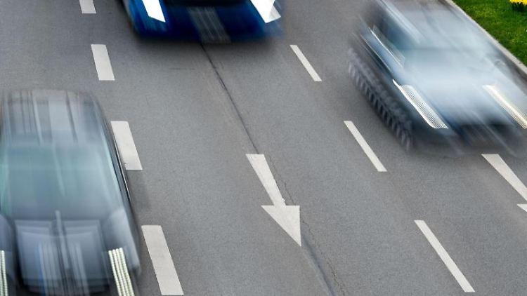 Der morgendliche Berufsverkehr ist auf der Leipziger Straße in Frankfurt (Oder) zu sehen. Foto: Patrick Pleul/dpa-Zentralbild/dpa