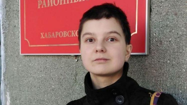 Kleine Russin Wird Auf Einem Billardtisch Gefickt
