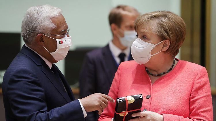 Angela Merkel und der portugiesische Regierungschef António Costa feiern beide am 17. Juli Geburtstag.