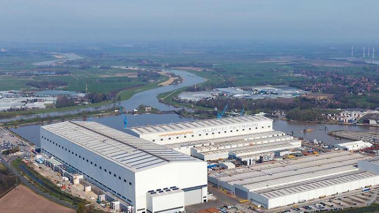 Blick auf die Produktionsstätte der Meyer-Werft. (. Foto: Tobias Bruns/dpa/Archivbild
