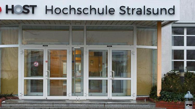 Der Eingangsbereich Hochschule Stralsund. Foto: Stefan Sauer/dpa-Zentralbild/dpa/Archivbild