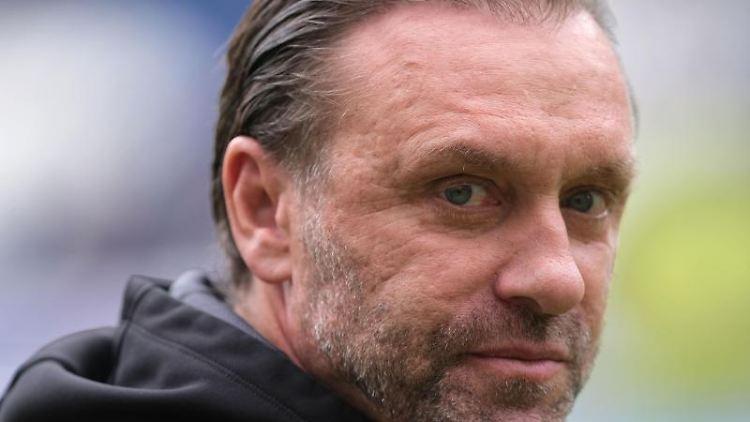Der frühere HSV-Trainer Doll sieht den HSV vor dessen dritter Saison in der 2. Bundesliga unter besonderem Druck. Foto: Peter Steffen/dpa/Archivbild