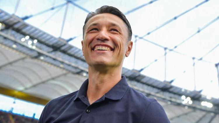 Trainer Niko Kovac lacht vor Spielbeginn. Foto: Arne Dedert/dpa