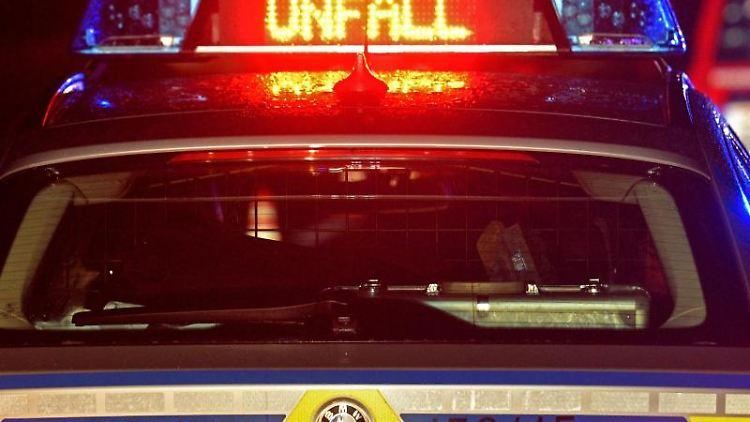Ein Polizei Blaulicht bei Unfallaufnahme. Foto: Stefan Puchner/dpa/Symbolbild