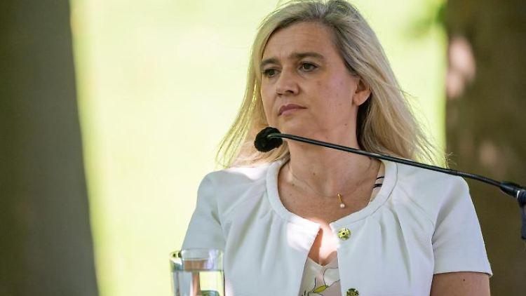 Melanie Huml (CSU) nimmt an einer Pressekonferenz teil. Foto: Peter Kneffel/dpa-Pool/dpa