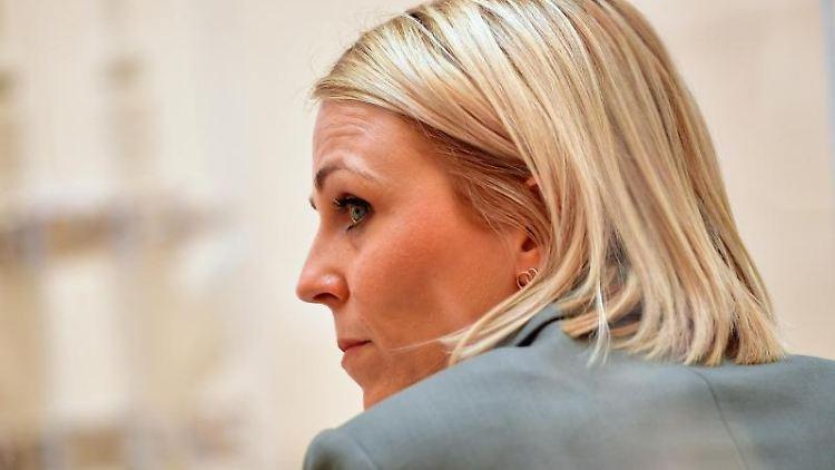 Die Abgeordnete Katja Poschmann (SPD) schaut in die Runde. Foto: Soeren Stache/dpa-Zentralbild/ZB