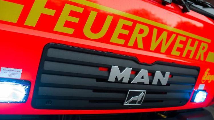 Ein Fahrzeug der Feuerwehr. Foto: Daniel Bockwoldt/dpa/Symbolbild