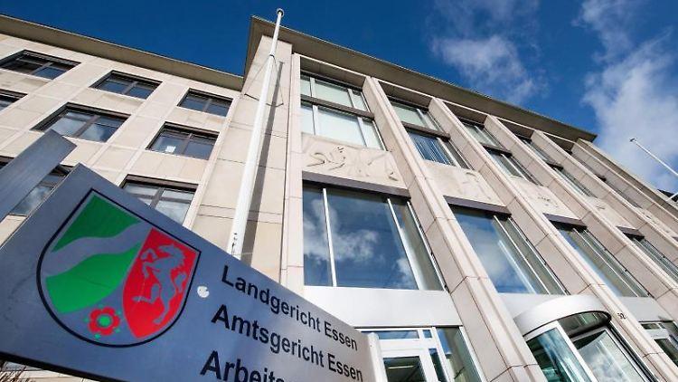 Blick auf das Gebäude, in dem sich Landgericht, Amtsgericht und Arbeitsgericht Essen befinden. Foto: Bernd Thissen/dpa/Archivbild
