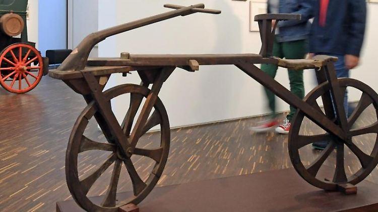 Eine Draisine steht im Rahmen einer Ausstellung im Museum LA 8. Foto: picture alliance/dpa/Archivbild