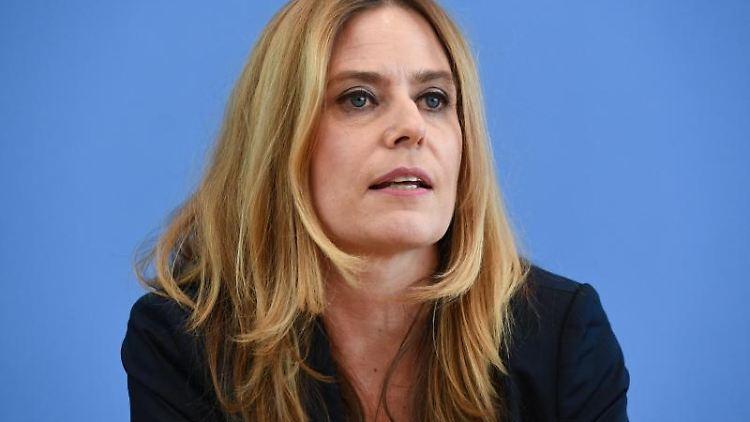 Susanne Herold spricht auf einer Pressekonferenz. Foto: Annegret Hilse/Reuters-Pool/dpa/Archivbild