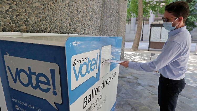 Während Trump weiter gegen die Briefwahl hetzt, wollen Republikaner viel Geld Zahlen für Hinweise auf Wahleinmischung.